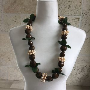Brown Kukui Nut Seed and Cowrie Shell Lei